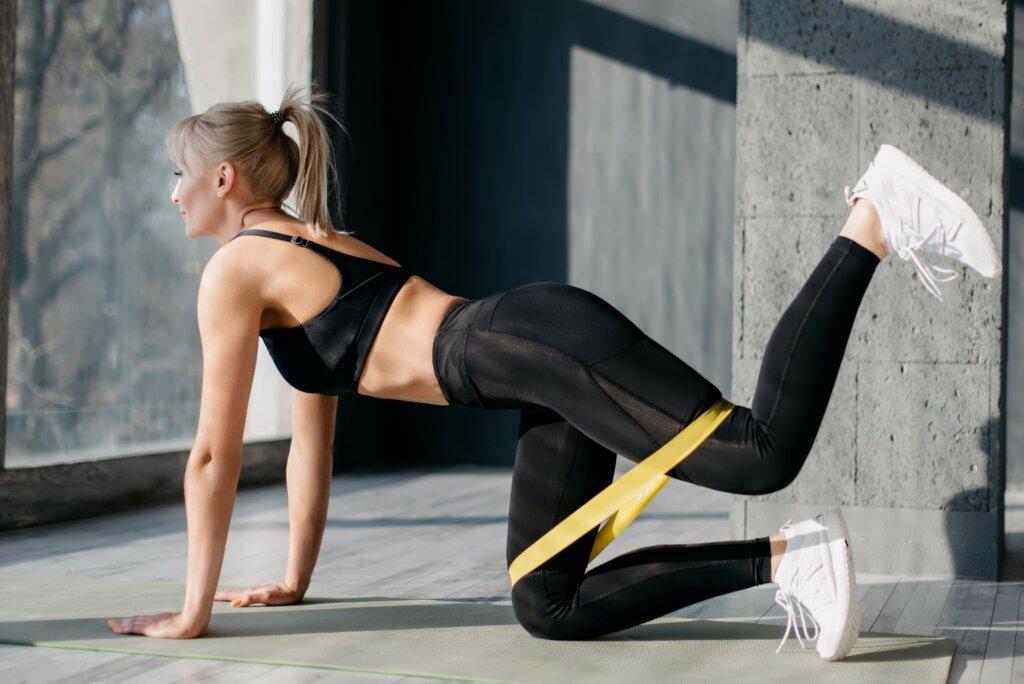 фитнес резинка для домашних тренировок