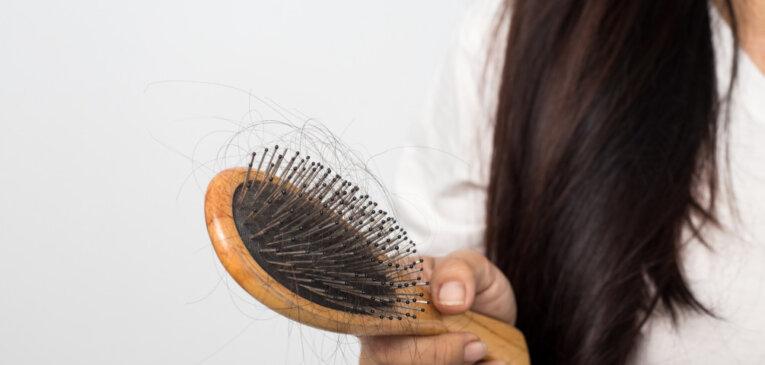 15 продуктов, которые прекрасно справляются с выпадением волос
